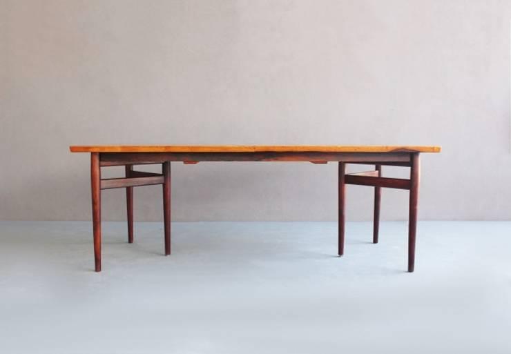 Rosewood Dining Table by Arne Vodder : Sala de jantar  por Retro Age