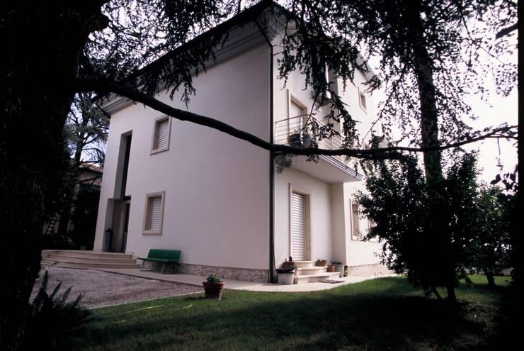 de Roberto Catalini Int. Designer Moderno Mármol