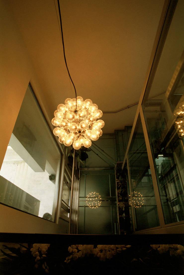 de Roberto Catalini Int. Designer Moderno Vidrio
