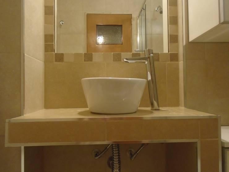 Baño: colores Tierra de MV_Arquitectura y Diseño Moderno