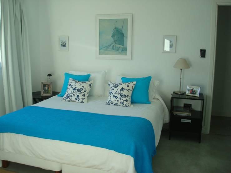 Interiores de Viviendas y Local Comercial: Dormitorios de estilo  por Estudio Arquitectura Integral