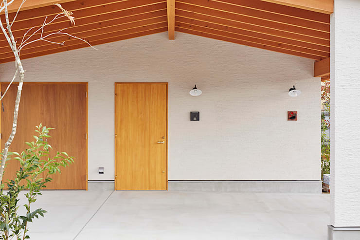 Garagens e edículas escandinavas por 一級建築士事務所co-designstudio
