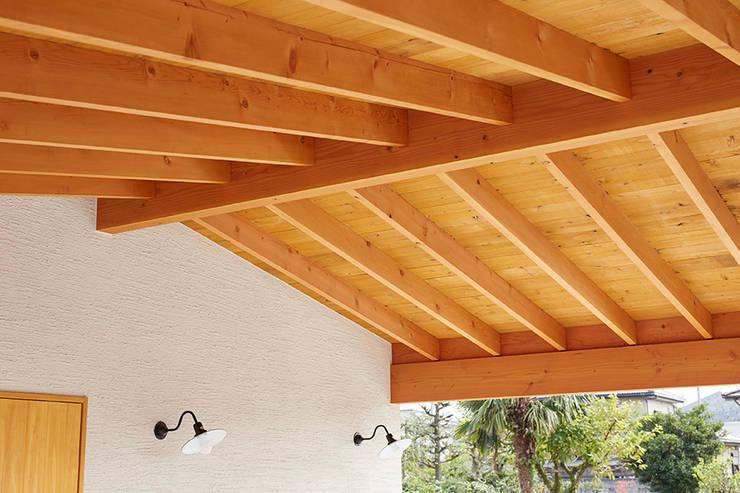 Garajes de estilo  de 一級建築士事務所co-designstudio