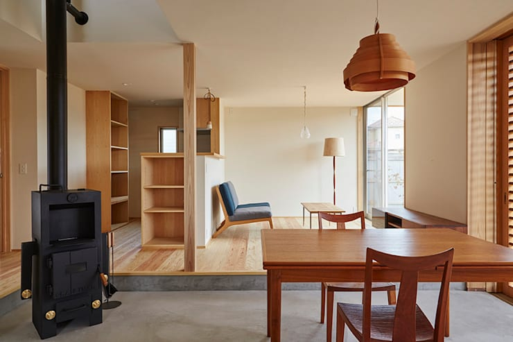Salones de estilo  de 一級建築士事務所co-designstudio
