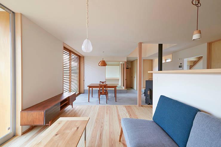 リビングダイニング: 一級建築士事務所co-designstudioが手掛けたリビングです。