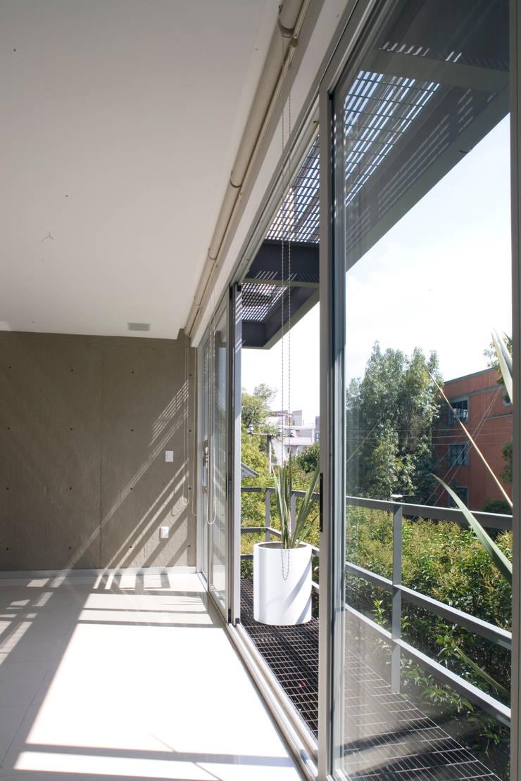 aCA-50 Finished Work: Terrazas de estilo  por CoRREA Arquitectos