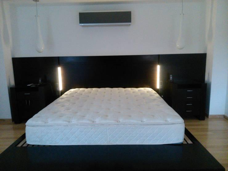 luces led en laterales: Dormitorios de estilo  por DRIS equipamiento,