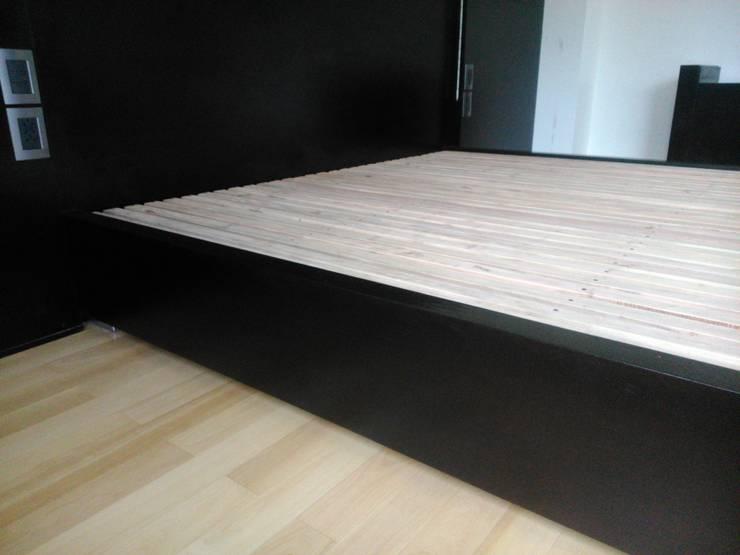 Parrilla de madera sobre estructura metalica: Dormitorios de estilo  por DRIS equipamiento,