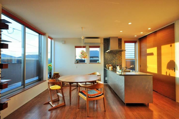 Living room by トラス・アーキテクト株式会社