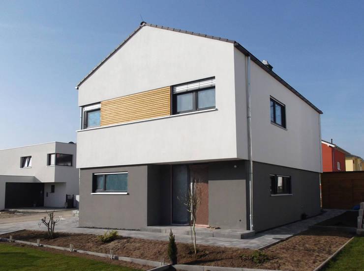Einfamilienhaus in Steinbach:  Häuser von lauth : van holst architekten