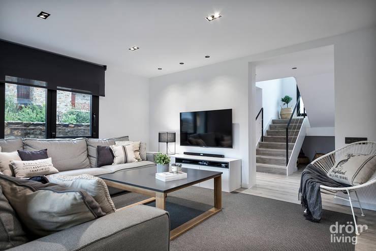 Salas de estar minimalistas por Dröm Living
