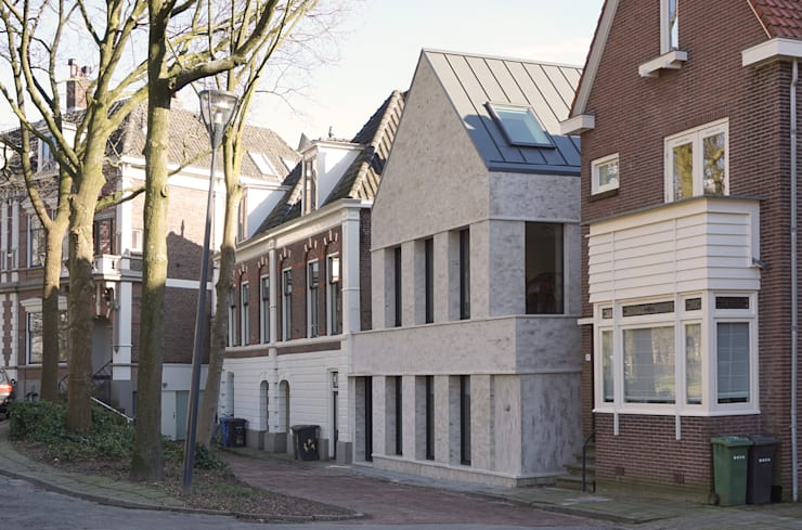 straatgevel:  Huizen door Tim Versteegh Architect, Minimalistisch Steen