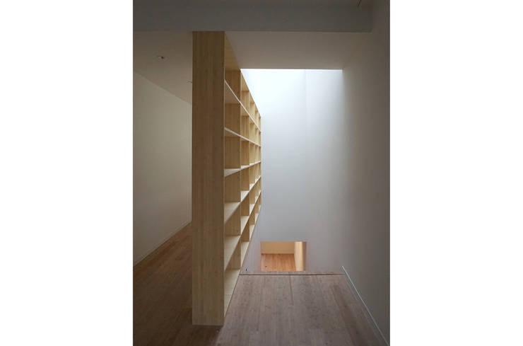 trappenhuis:  Gang en hal door Tim Versteegh Architect