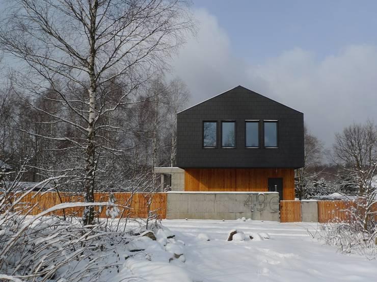 Dom jednorodzinny w Tarnowskich Górach: styl , w kategorii Domy zaprojektowany przez seweryn pracownia