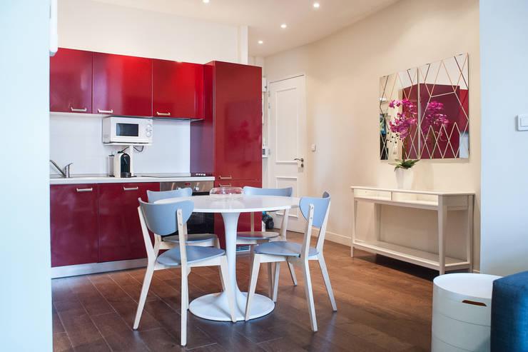 Home Staging – Cannes: Salle à manger de style  par B.Inside