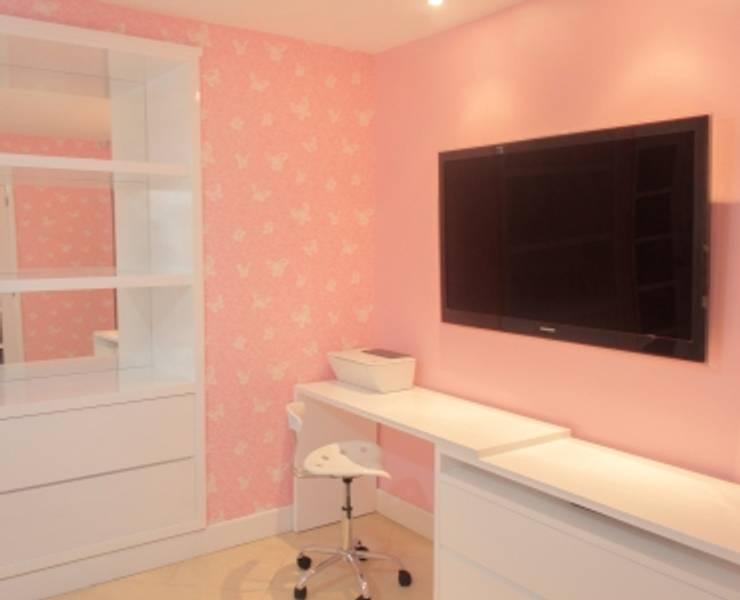 La habitación de Gaby: Habitaciones infantiles de estilo  por Monica Saravia