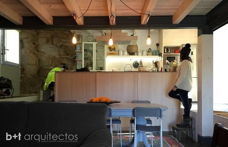 Cucina in stile In stile Country di b+t arquitectos