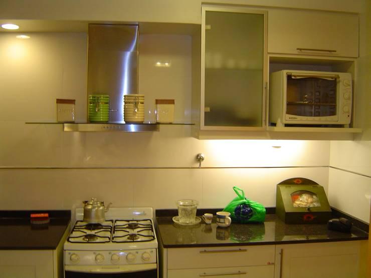 Remodelaciòn de Cocina en Departamento: Cocinas de estilo moderno por D&D Arquitectura