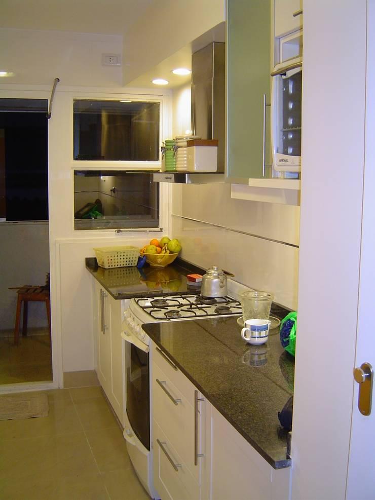Remodelaciòn de Cocina en Departamento: Cocinas de estilo  por D&D Arquitectura