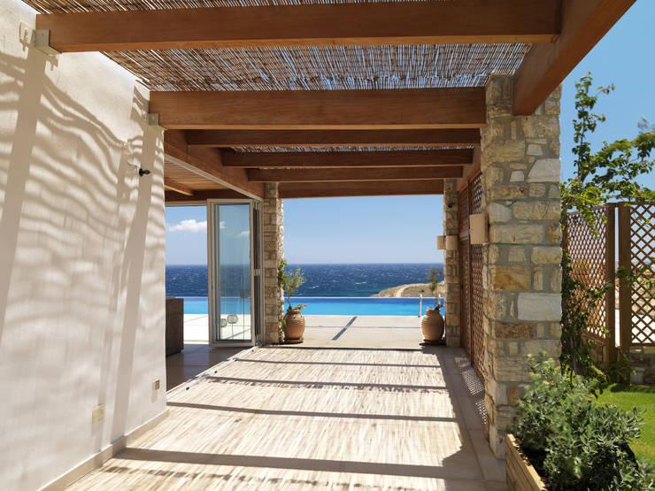Terrasse de style  par CARLOS EDUARDO DE LACERDA ARQUITETURA E PLANEJAMENTO LTDA.