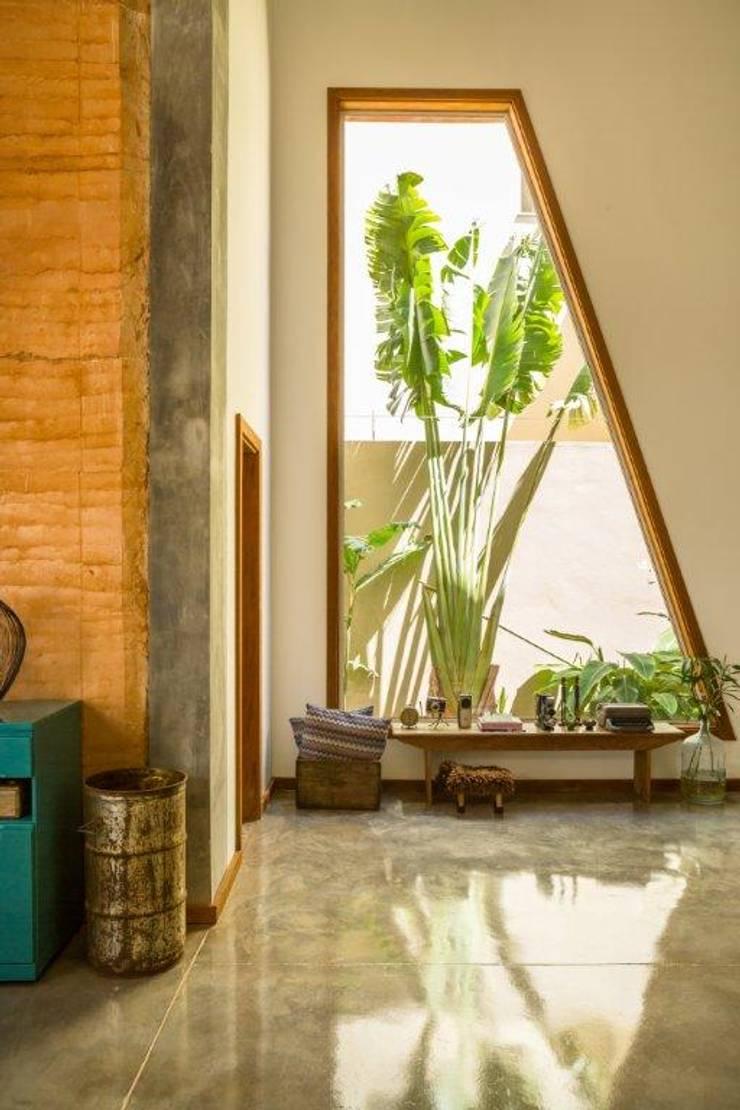 Living room by Flavio Vila Nova Arquitetura, Modern