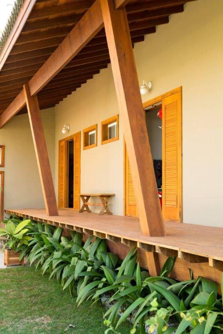 Patios & Decks by Flavio Vila Nova Arquitetura, Country Wood Wood effect