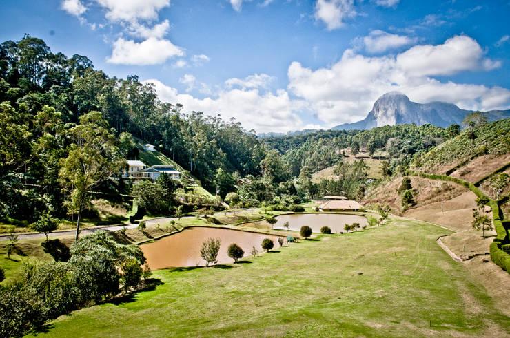 Projekty,  Ogród zaprojektowane przez CARLOS EDUARDO DE LACERDA ARQUITETURA E PLANEJAMENTO LTDA.