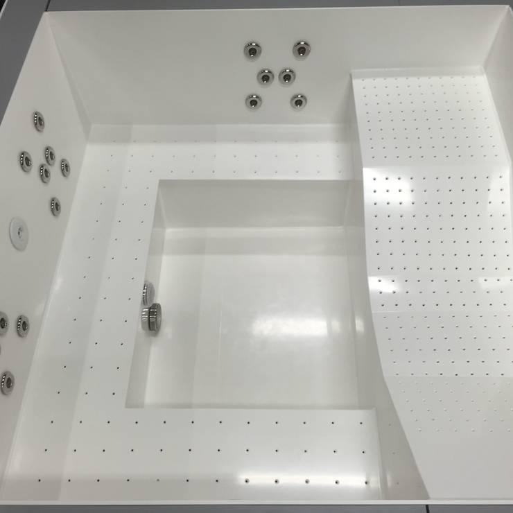 Kunststof jacuzzi opgebouwd uit hdpe 10 mm:  Spa door TVR Kunststoffen BV