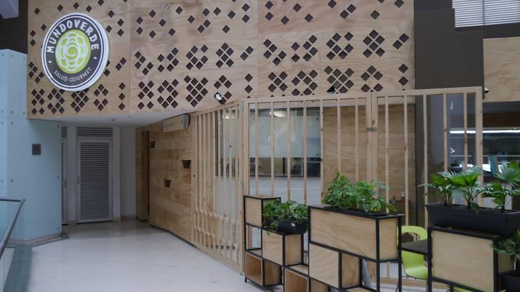 Negozi & Locali Commerciali in stile  di NI.MA. Productos en madera