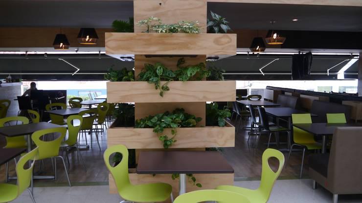 Mobiliario restaurante: Oficinas y tiendas de estilo  por NI.MA. Productos en madera