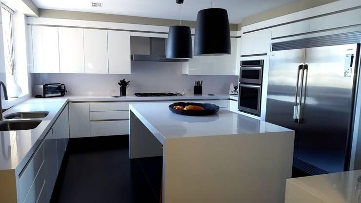 minimalistic Kitchen by Cocinas y Muebles Flores