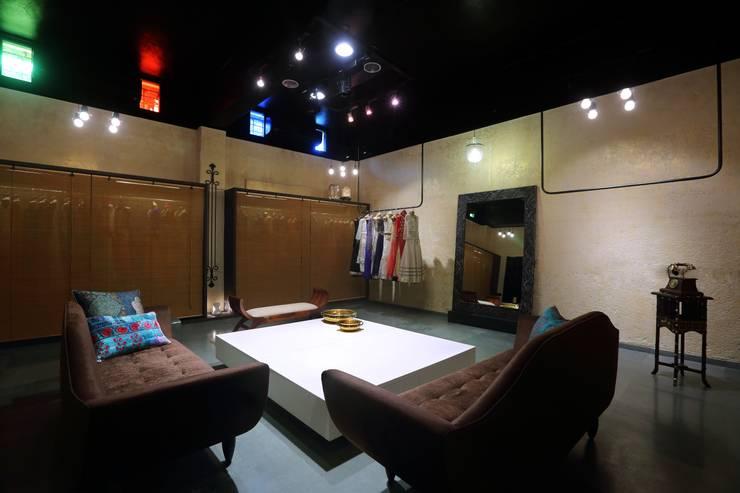 Commercial - Dadar:  Commercial Spaces by Nitido Interior design