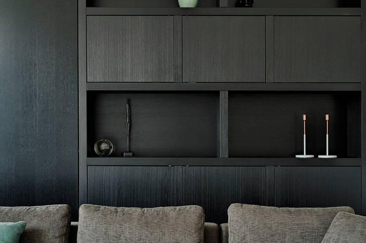 Ontwerp maatwerk kast voor in de woonkamer:  Woonkamer door Jolanda Knook interieurvormgeving