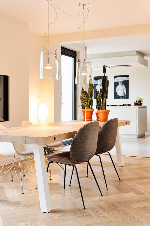 De robuuste Dani tafel:  Eetkamer door Jolanda Knook interieurvormgeving