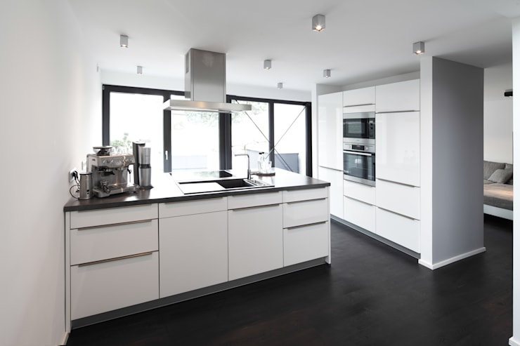 modern Kitchen by Schiller Architektur BDA