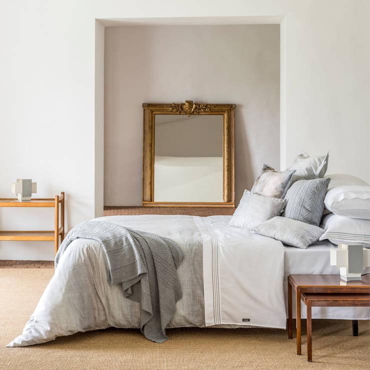 Grey Bay - Roupa de cama 100% algodão Egipto penteado / Almofadas decorativas / Manta: Quarto  por Home Concept