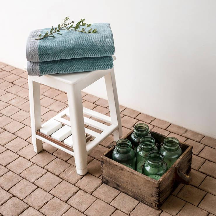 Deep Night - Toalhas de Banho 100% Algodão: Casa de banho  por Home Concept