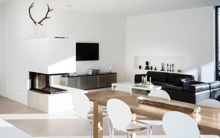 minimalistische Woonkamer door Skandella Architektur Innenarchitektur