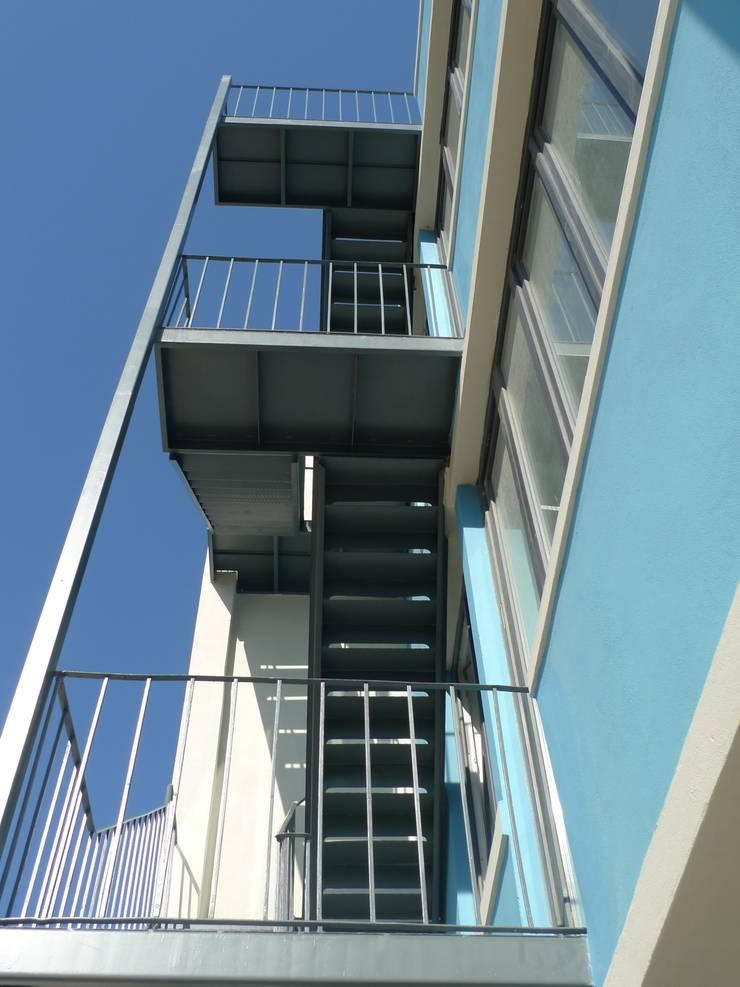 The Blue Living:   por QFProjectbuilding, Unipessoal Lda