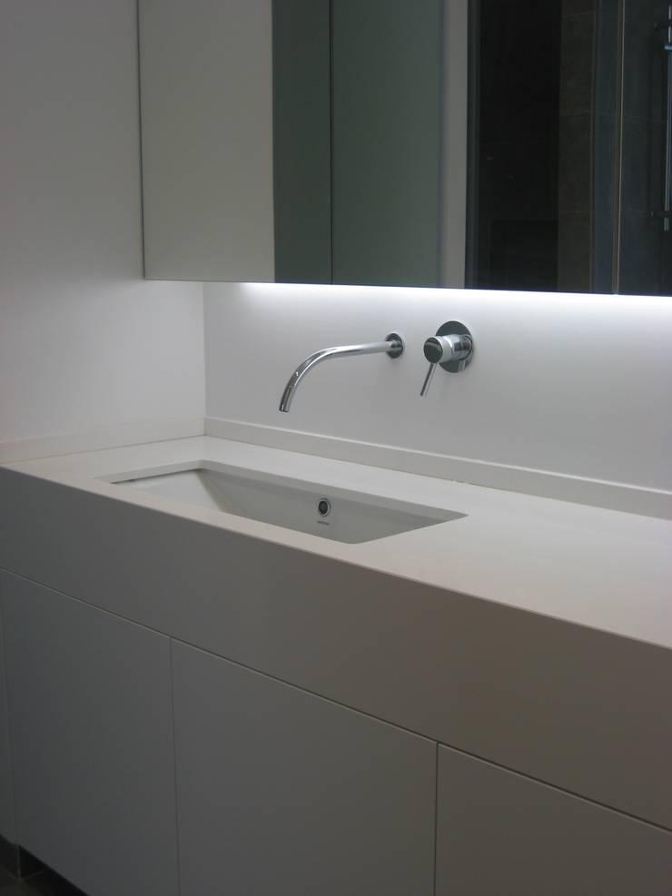 Instalação Sanitária Principal: Casas de banho  por QFProjectbuilding, Unipessoal Lda