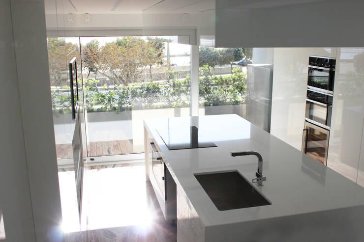 Apartamento de Matosinhos: Cozinhas  por GRAU.ZERO Arquitectura