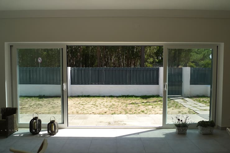House – Carrasqueira, Sesimbra: Jardins  por QFProjectbuilding, Unipessoal Lda