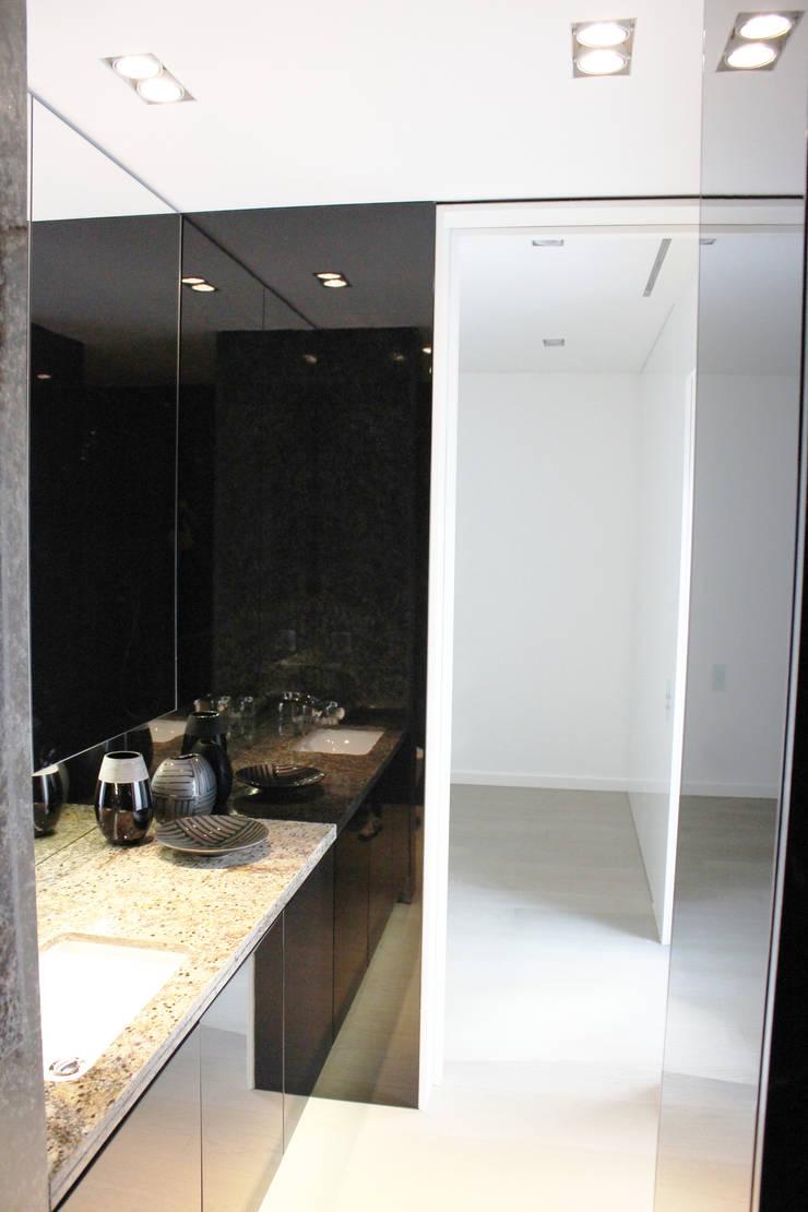 Casa de banho de Quarto: Casas de banho  por GRAU.ZERO Arquitectura