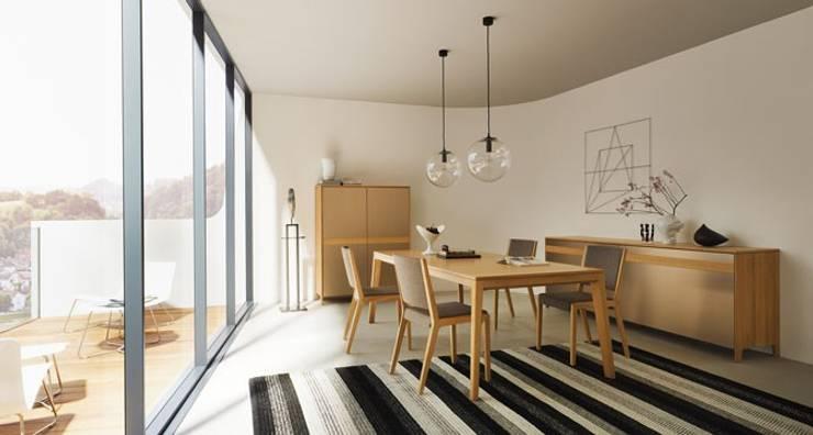 tavolo allungabile: Sala da pranzo in stile in stile Moderno di Bottega del Legno