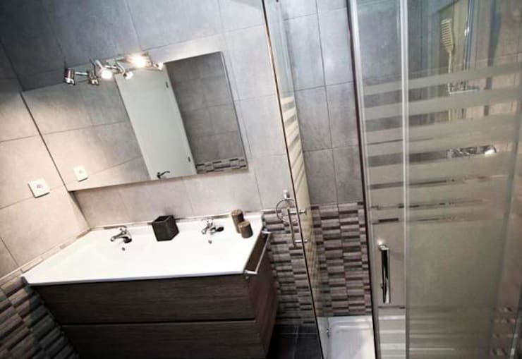 REFORMA INTEGRAL SALOU Baños de estilo moderno de COETASA Moderno