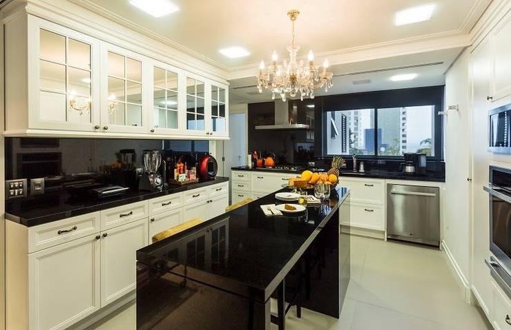 Cocinas de estilo  de Flavia Guglielmi Arquitetura