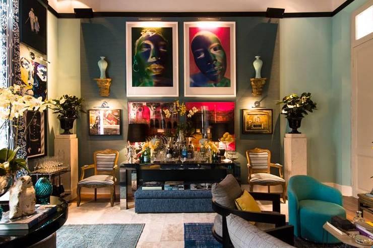 Salão Azul: Salas de estar ecléticas por Flavia Guglielmi Arquitetura