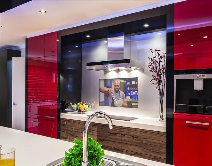 IllusionTV : Cozinhas  por Glassinnovation - Glass'IN