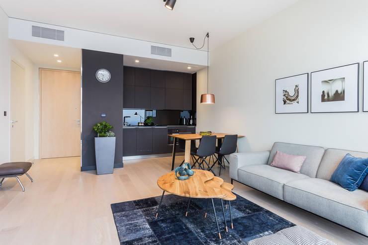 Apartament w Warszawie/Cosmopolitan: styl , w kategorii Salon zaprojektowany przez Michał Młynarczyk Fotograf Wnętrz