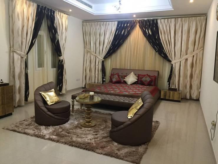 Villa Interiors Muscat:  Living room by KamalKavitaInteriors